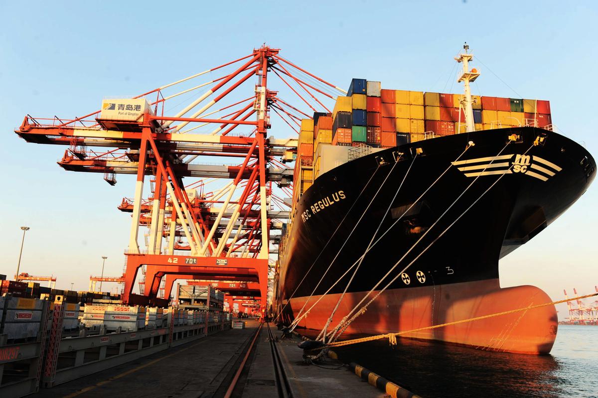 自2020年以來,海運價格一漲再漲,不斷刷新歷史紀錄,使全球產業鏈受到衝擊。圖為中國港口的一艘貨輪。(TR/AFP via Getty Images)