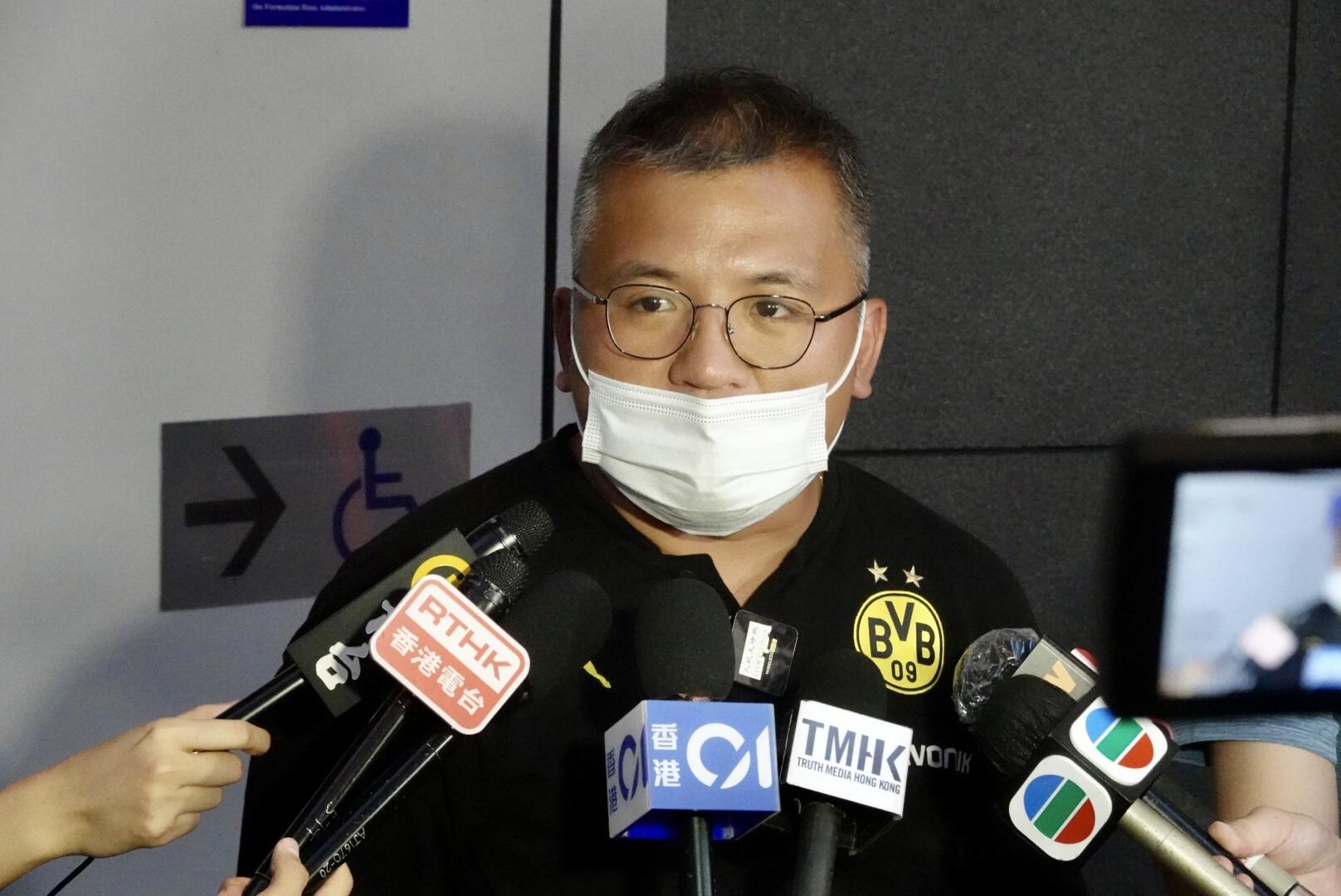 陳朗昇表示,正值香港新聞界風雨飄搖時刻,呼籲各同業繼續謹守崗位,記協會與各位共勉前行。(余鋼/大紀元)
