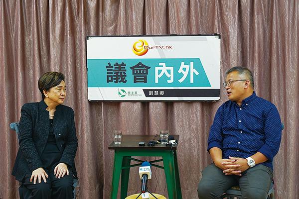 記者協會主席陳朗昇昨日在《議會內外》中表示,新聞界只剩一些「零碎」的自由。(朗星/大紀元)