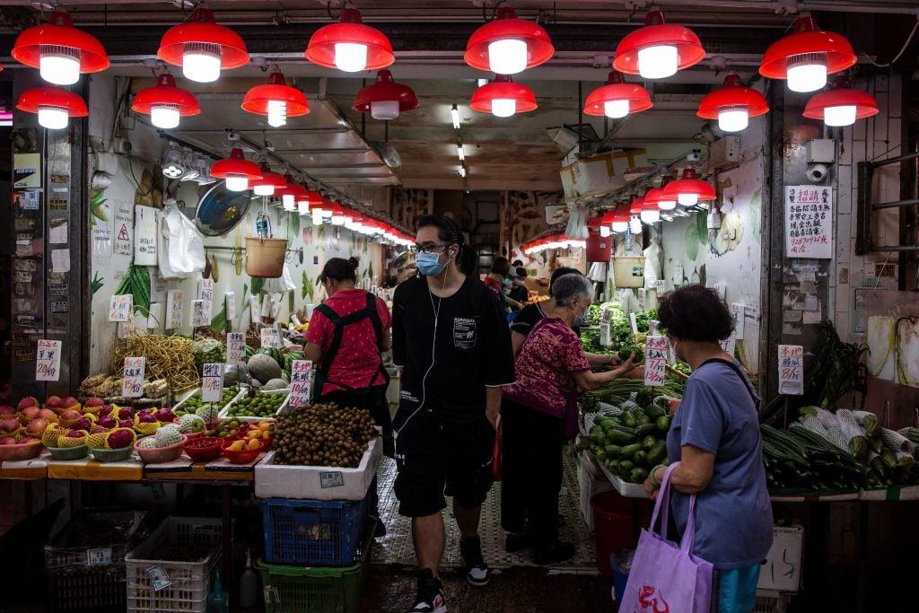 香港今(7月22日)公佈消費者物價指數,6月按年錄得通脹0.7%。牛肉鮮果漲逾11%(ISAAC LAWRENCE/AFP via Getty Images)