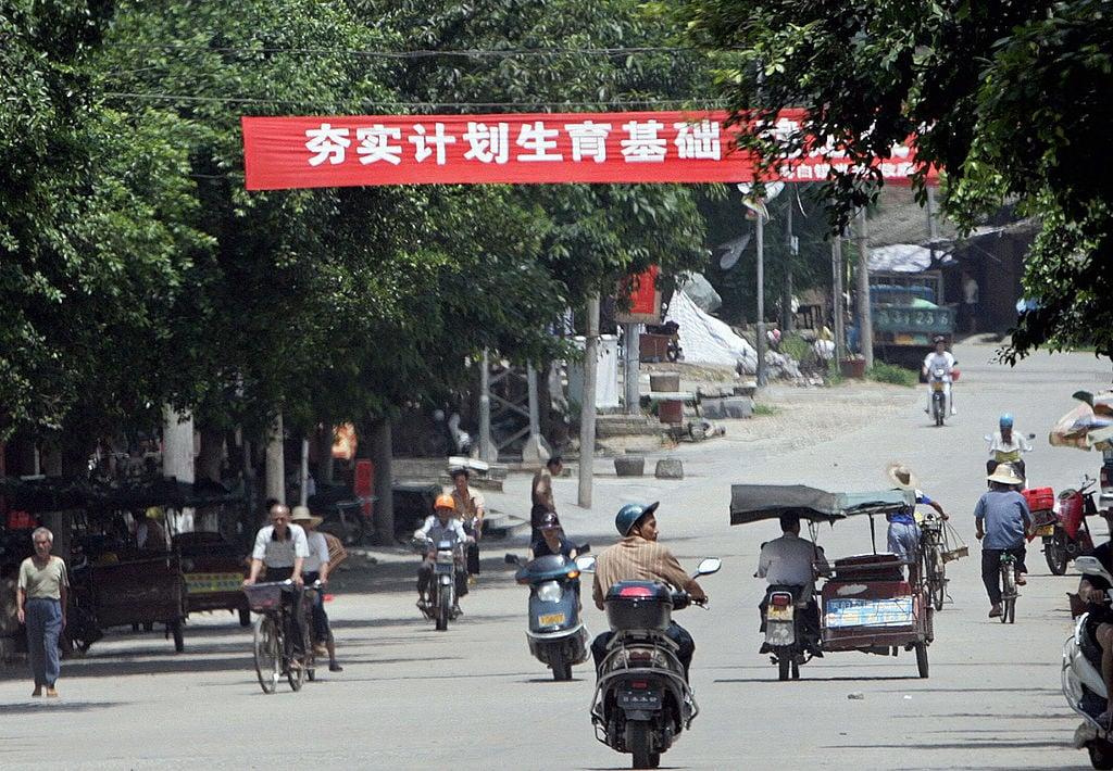 倒退10年,這種宣傳計劃生育的口號和標語在中國的大小城市和農村隨處可見。(GOH CHAI HIN/AFP via Getty Images)