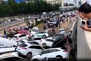 慘不忍睹 鄭州京廣隧道逾百人車溺水 現多具屍體