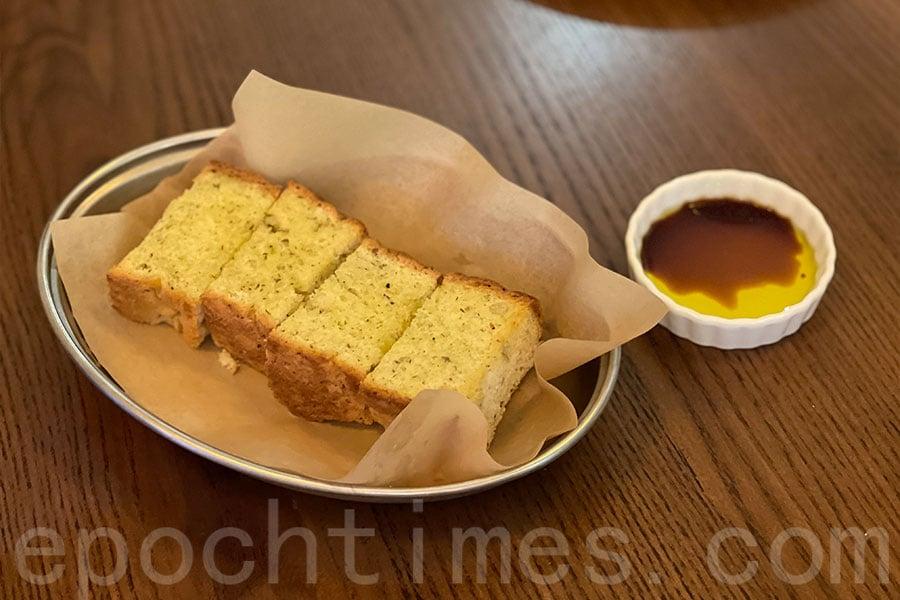 自家製麵包,質感鬆化有香氣。(Siu Shan提供)