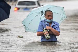 罕見洪水導致鄭州市區斷電 重症病人呼吸靠人工