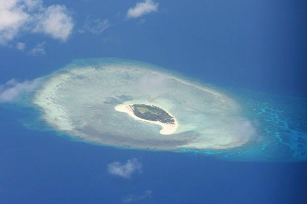 菲律賓漁民呂宋島中部海域尋獲一台疑似海底地震儀的機具。機具寫有中文,專家懷疑這是中共勘探石油的儀器。圖為南海海域。(TED ALJIBE/AFP via Getty Images)