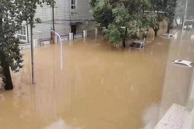 【前線採訪】暴雨又洩洪 河南新鄉33村莊一片汪洋 上萬人求救