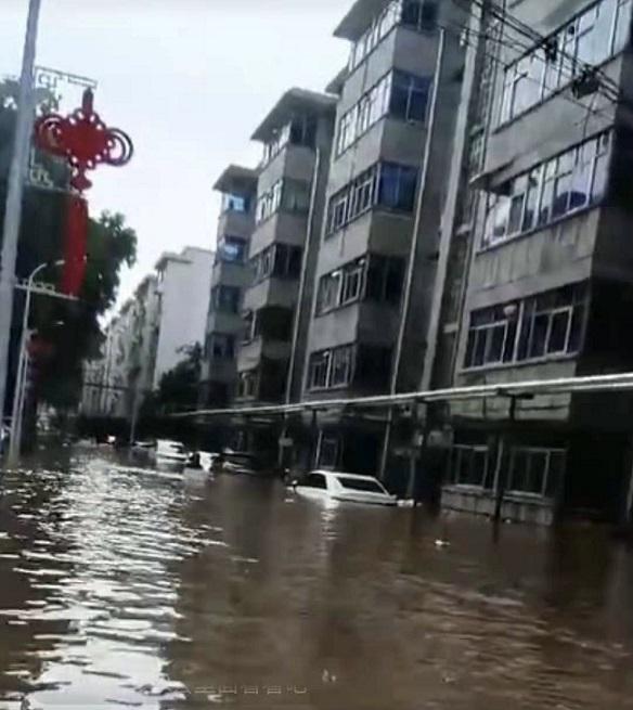由於洩洪,新鄉市鳳泉區全區進水,一片汪洋。(受訪者提供)