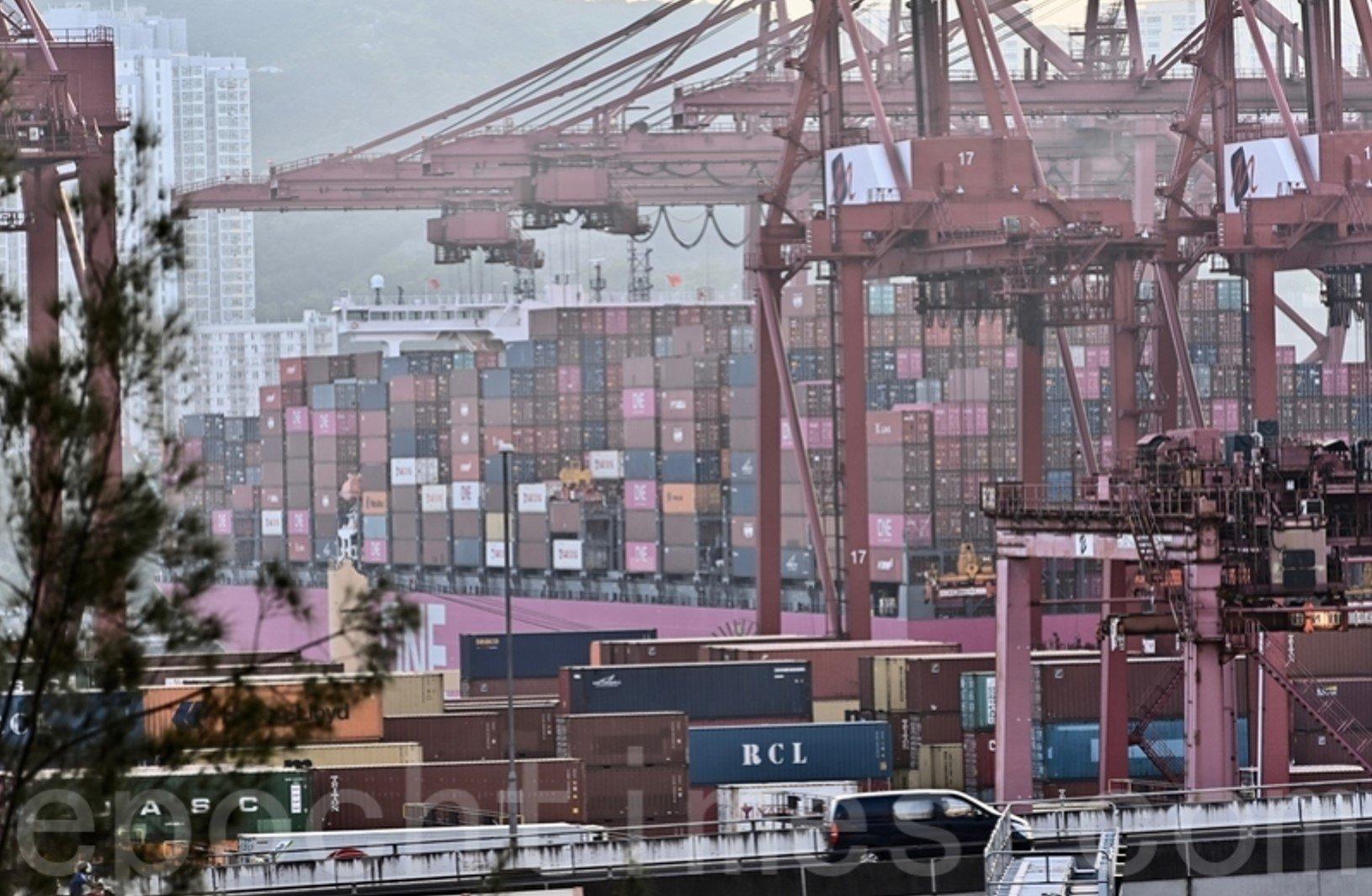 政府公告,因涉L452R變異病毒株,葵青貨櫃碼頭受限區域須強制檢測。(宋碧龍/大紀元)
