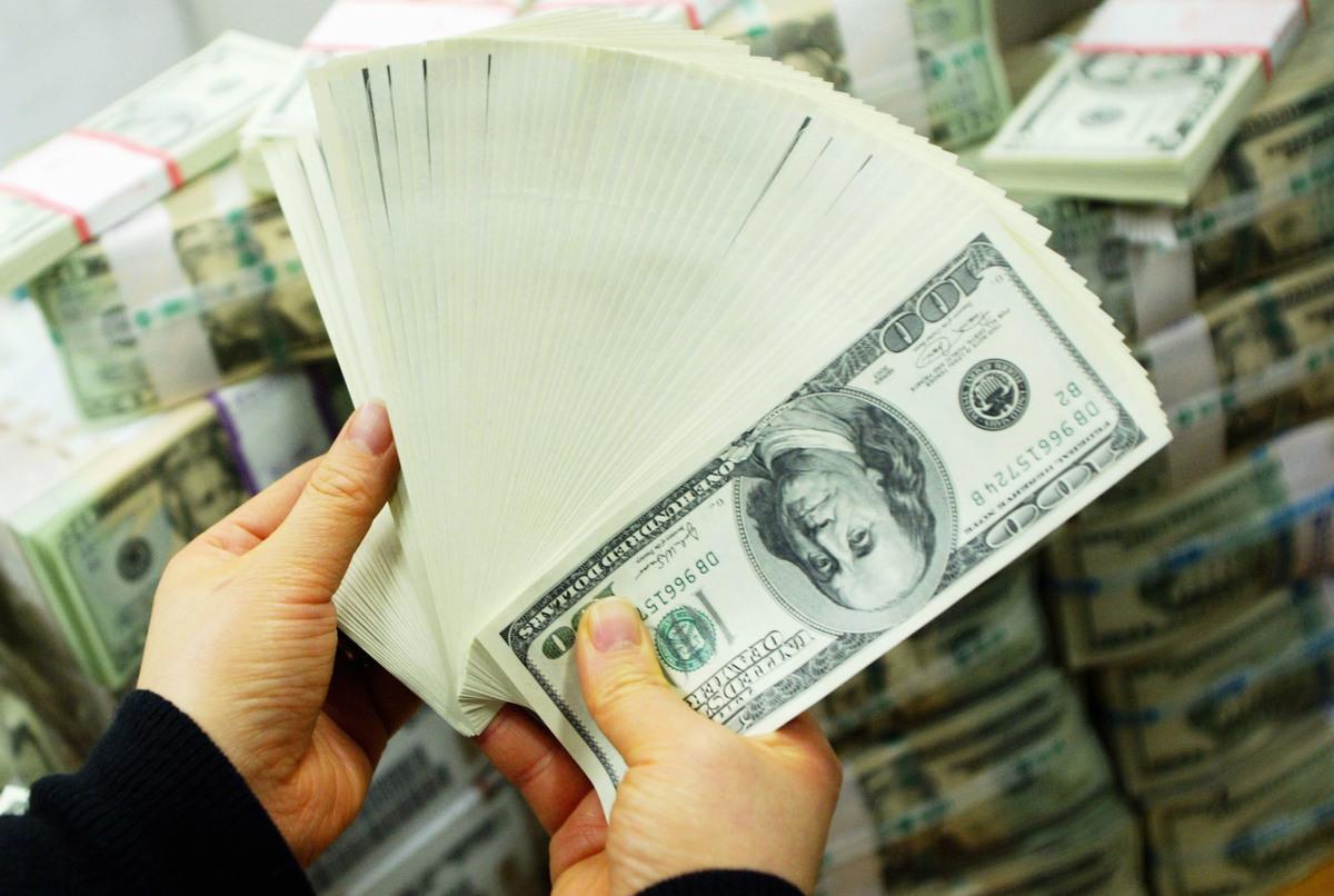 7月16日,中共國家外匯管理局通報10起地下錢莊非法外匯交易案,涉案金額2969.7萬美元,共處罰金2834餘萬人民幣(約合425餘萬美元)。(Chung Sung-Jun/Getty Images)
