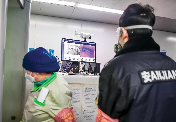 在大陸的治安防控領域,已形成「天網 + 地網 + 人網」的立體化社區管控模式,而中國民眾被監控卻不自知。(Getty Images)