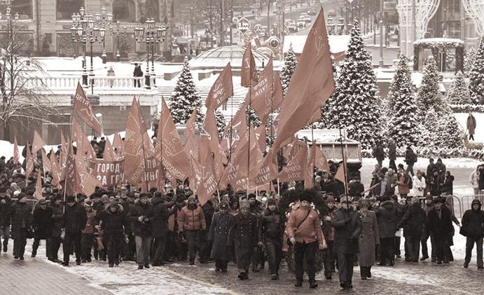 在共產勢力仍很猖獗的俄羅斯,去共不徹底,紅場依然腥紅。圖為2018年1月21日,俄共支持者舉著紅旗在莫斯科紅場集會。(AFP)