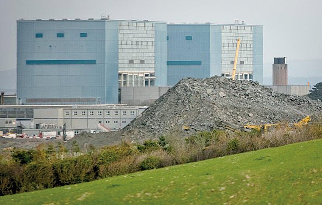 據知情人士透露,英國政府正在考慮將中共國有公司中廣核從英國所有未來電力項目中移除。圖為欣克利角核電站施工場地。(Getty Images)