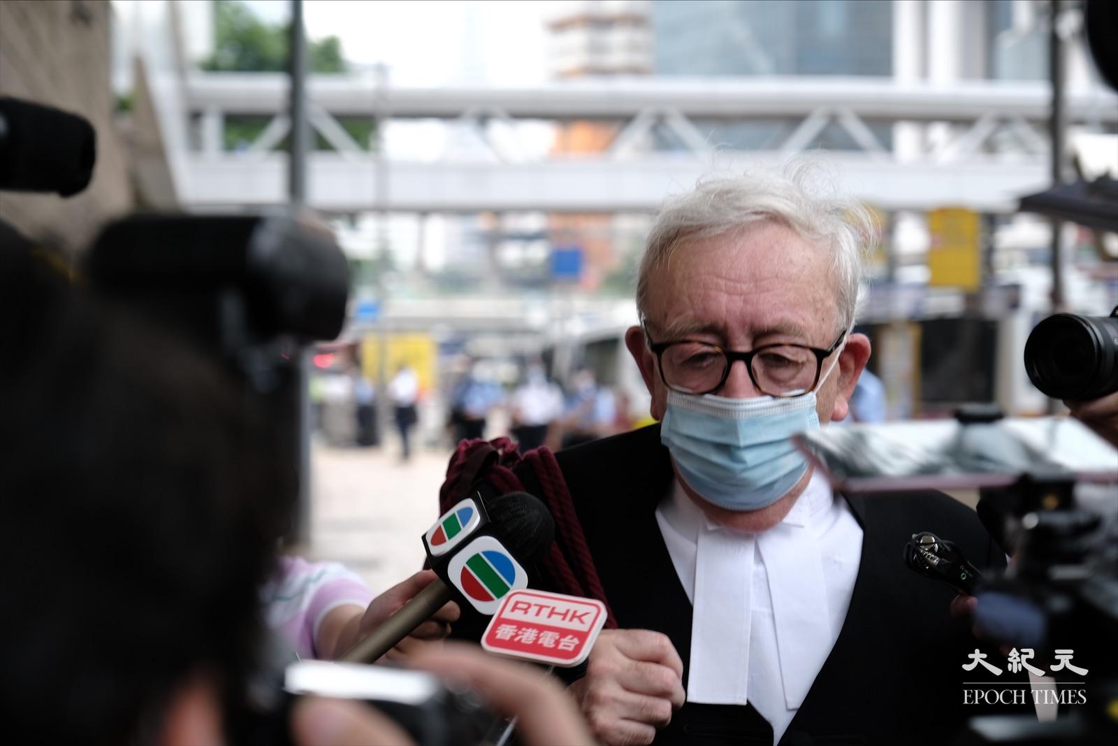 被告唐英傑代表律師郭兆銘,尚未決定會否進行上訴。(李榮忠/大紀元)