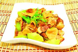 【梁廚美食】甜竹合掌瓜燜燒肉
