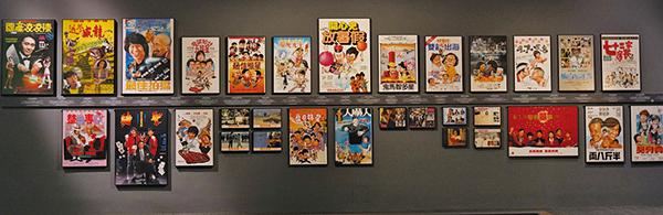 在電影展區,展出了不少的經典電影海報。(朗星/大紀元)