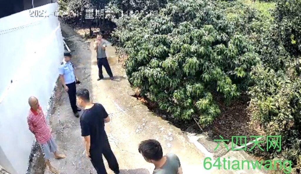 7月24日,廣西維權人士李燕軍遭到當地警察上門告誡:「不要再在網上(推特)發未經核實的消息,否則就……」。(六四天網圖片)