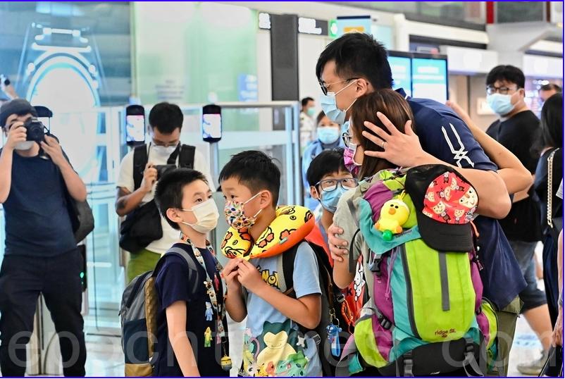 圖爲香港機場,不少家長暑假帶同子女離開香港。資料圖片(宋碧龍/大紀元)