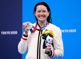 何詩蓓200米自由泳奪得銀牌