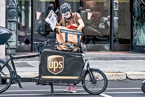 UPS的一名包裹遞送員。(Getty Images)