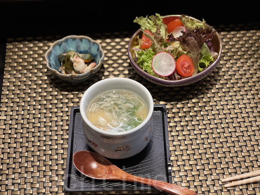 海鮮漬物(左)和 芥末沙律。(Siu Shan提供)