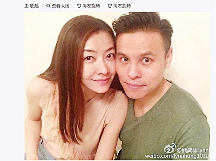 熊黛林與39歲的富二代郭可頌微博曬出甜蜜合照。(翻攝熊黛林微博)