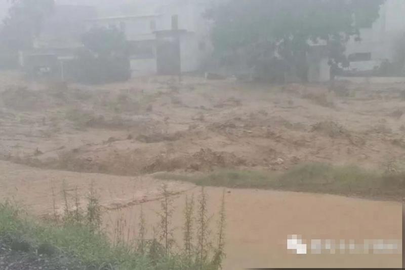 洪水兇猛 鄭州轄下一村幾乎夷平 23村民被沖走
