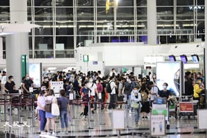 《入境條例》修訂今落實 機場離港人數前日創新高