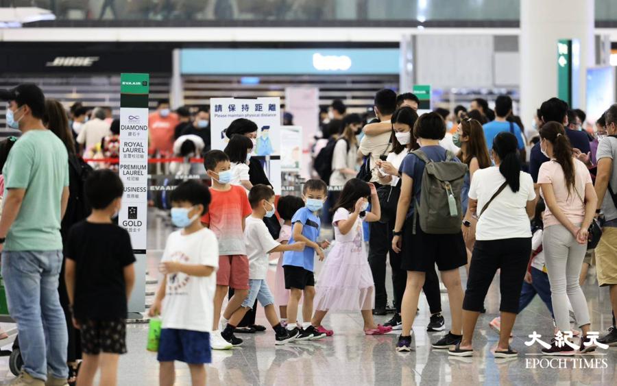 香港流失1.5萬學生 家長:移民免子女被洗腦