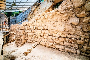 考古發現古城牆  為以國鐵器時代產物