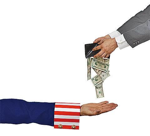美國是依據國籍進行徵稅的國家,任何美國公民,無論生活在那裏,都需要向「山姆大叔」報稅。(Fotolia)
