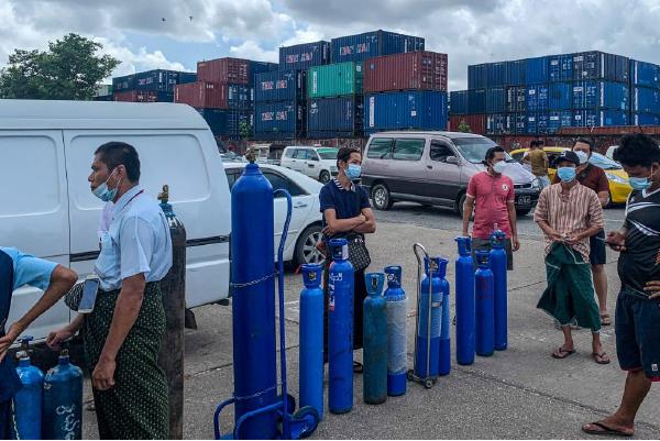 緬甸疫情擴散 經濟急插 人權組織:「接近徹底崩潰」