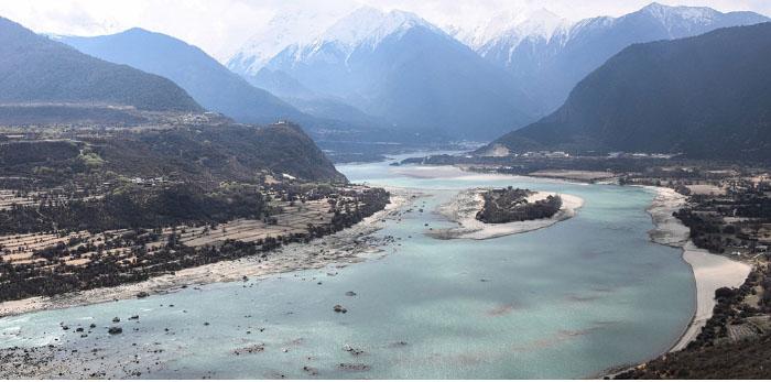 日前,中共總書記習近平視察西藏地區的林芝和雅魯藏布江,外界解讀極具戰略意義。圖為林芝市內的雅魯藏布江大峽谷。(STR/AFP via Getty Images)