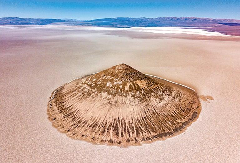 天然形成  阿根廷「飄浮火山」