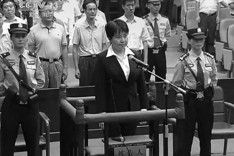 圖為谷開來在庭審上答辯。(AFP PHOTO/CCTV)