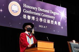 周潤發獲頒浸大榮譽博士學位 「多謝香港這個地方,多謝香港人」