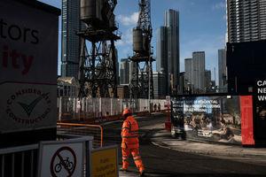 技術人員與原材料「雙缺」 英國建築業處關鍵時刻