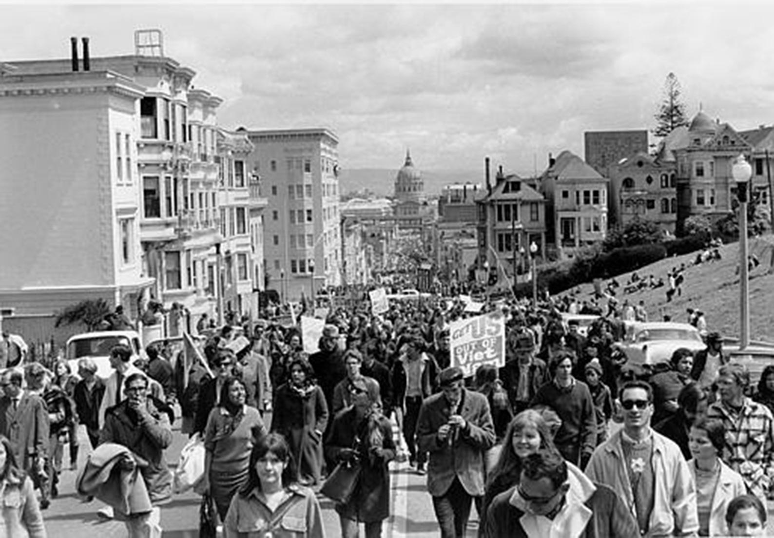 1972年4月,「SDS」在美國三藩市發起反越戰抗議行動。由其分化出去的極左翼團體「氣象員」,則成為20世紀60年代最重要的激進先鋒組織。(公有領域)