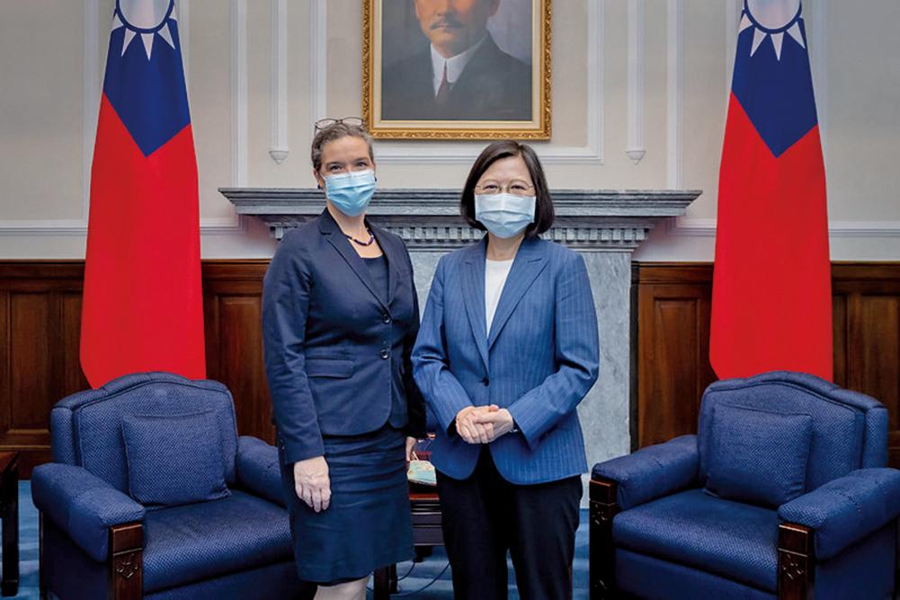 台灣總統蔡英文8月10日接見美國在台協會(AIT)台北辦事處新任處長孫曉雅。(總統府提供)