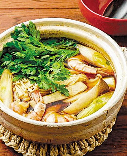 電鍋料理 健康的 什錦藥膳鍋