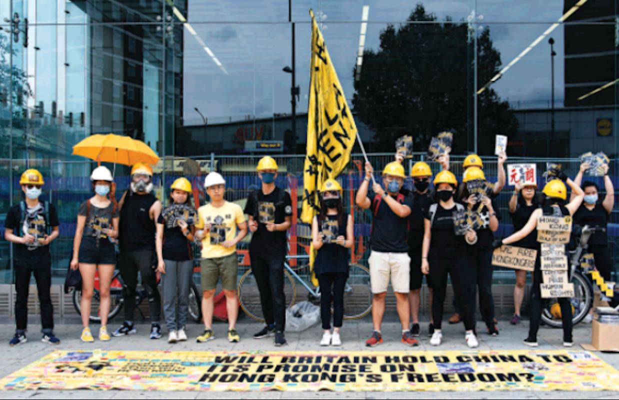 人權律師文光除協助香港的政治庇護人士外,亦會在一些集會上充當攝影師一職。(文光提供)