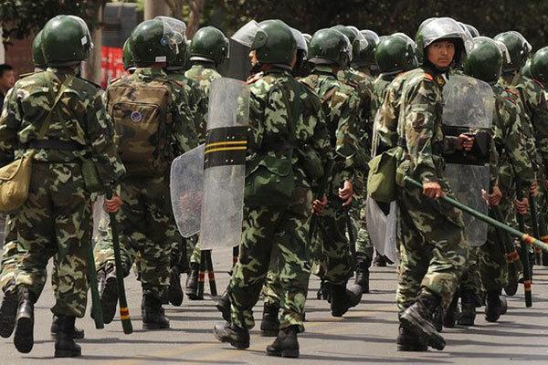 圖為新疆警察進行維穩。(Getty Images)