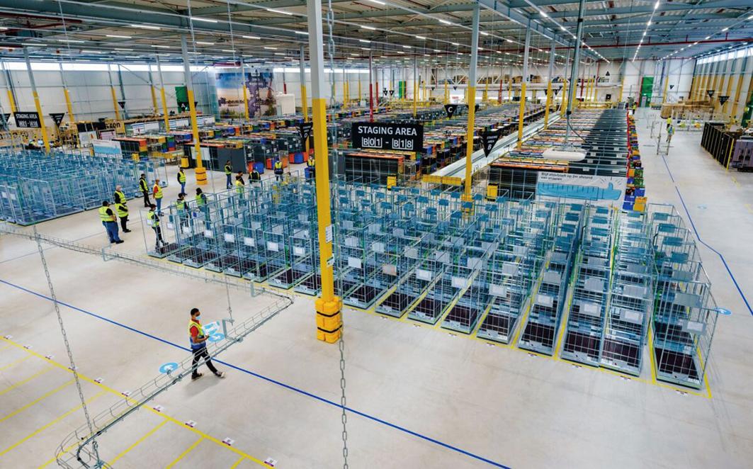 2021年7月13日,亞馬遜在荷蘭羅森堡-史基浦(Rozenburg-Schiphol)新建的配送倉庫。(Getty Images)