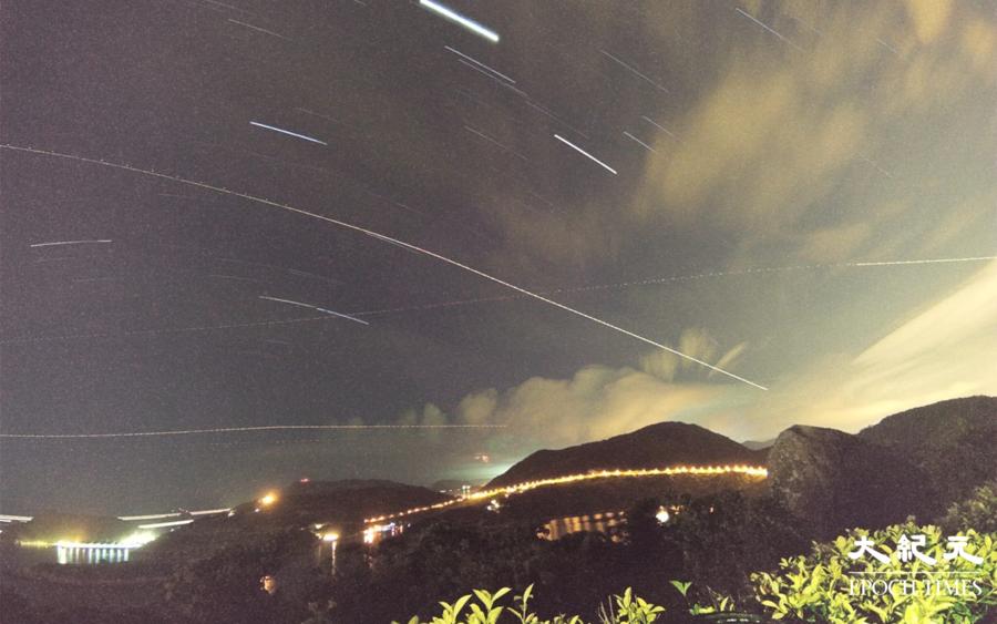 英仙座流星雨劃破香港夜空 市民峰擁四出追星