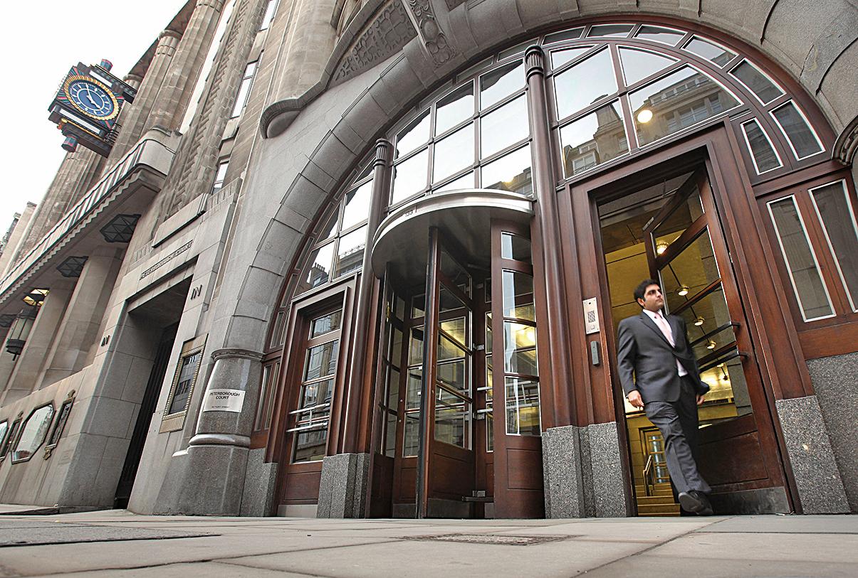 多家外媒報道,高盛擬裁撤亞洲地區投行25%-30%的員工。圖為位於紐約的高盛總部。(AFP/Getty Images)