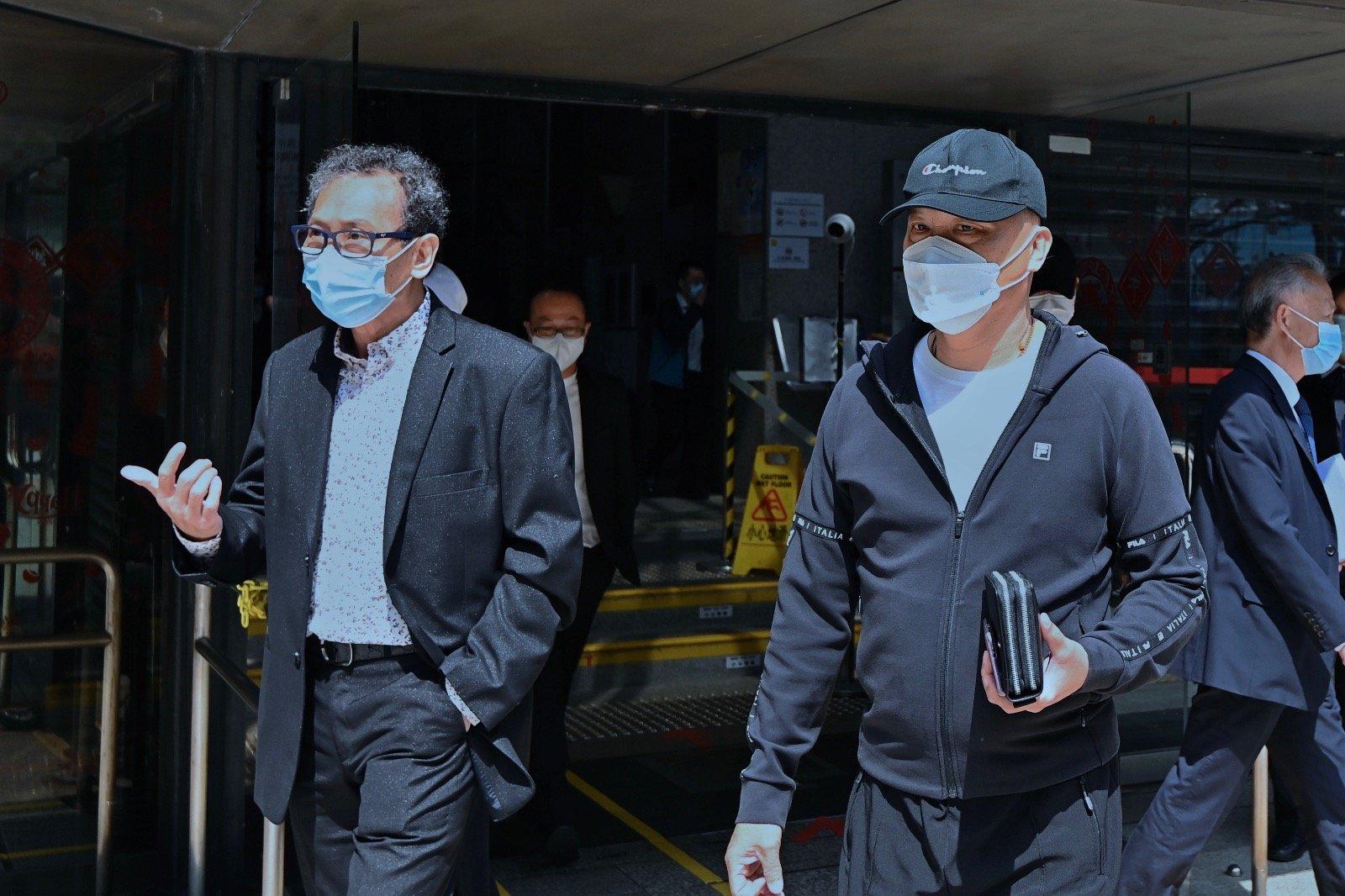 2021年2月22日,721元朗襲擊案,首宗控告白衣人的案件於今日在區域法院開審。圖為被告鄧懷琛(左)及吳偉南。(宋碧龍 / 大紀元)