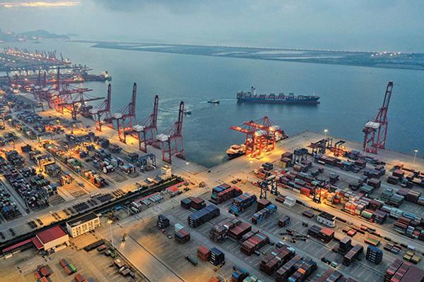 中國至美東貨櫃運價 突破2萬美元