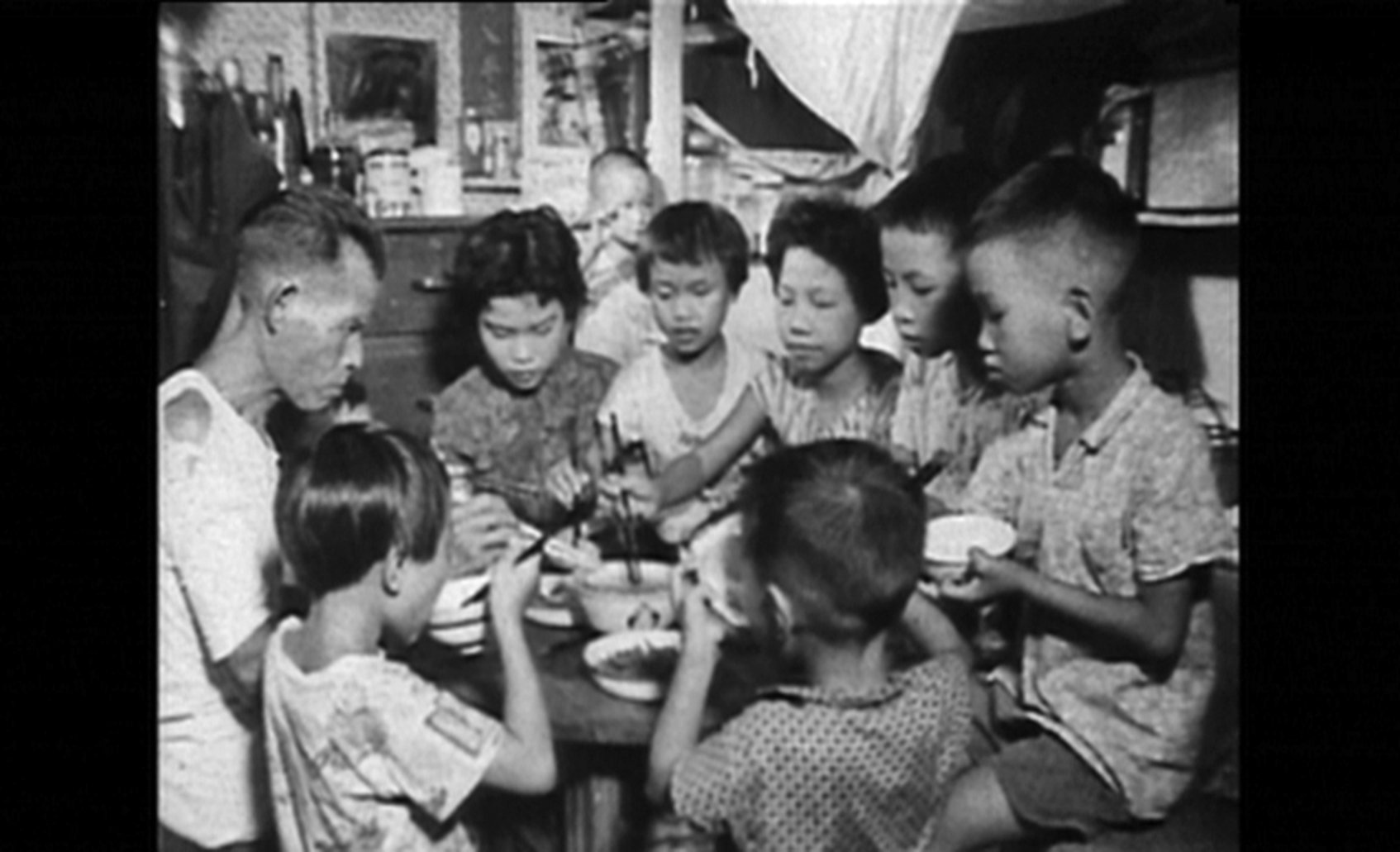 「嬰兒潮」一代人在60年代進入大學,他們在戰後優裕的環境中長大,社會關懷被共產主義意識形態誤導到反戰、女權等運動上。(網絡圖片)