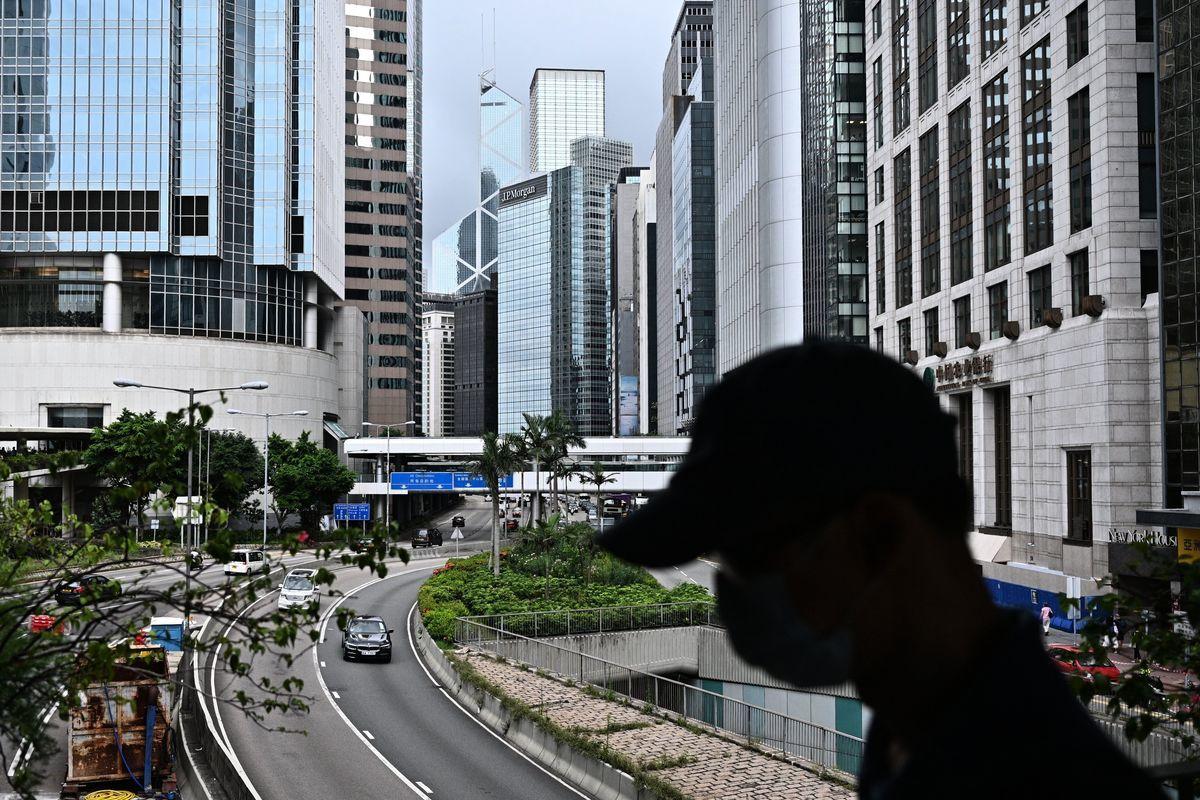 本港一名35歲男子,4月至5月注射兩劑疫苗後,7月8日突發嚴重腦出血,2日後去世。示意圖。(ANTHONY WALLACE/AFP via Getty Images)