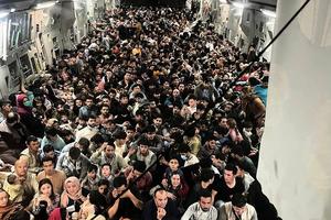 逃離塔利班 640人擠一架美國運輸機