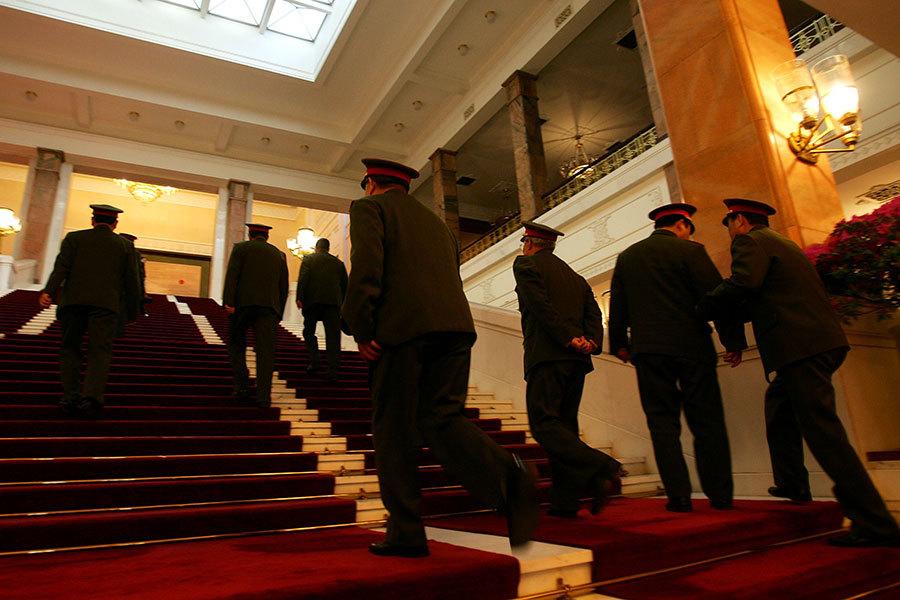 中共江澤民集團殘酷迫害法輪功開始,一批批優秀的軍人法輪功學員就遭到嚴重的迫害。(Getty Images)